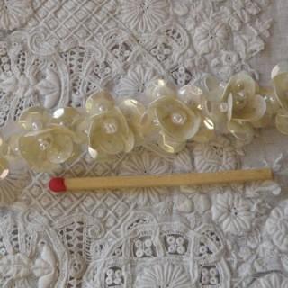 10 cm Band Blumen, Perlen und Pailletten 22 mm