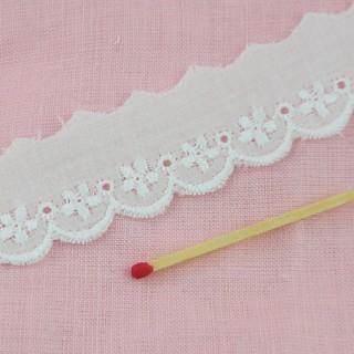 Broderie anglaise coton fleurs au mètre 15 mm