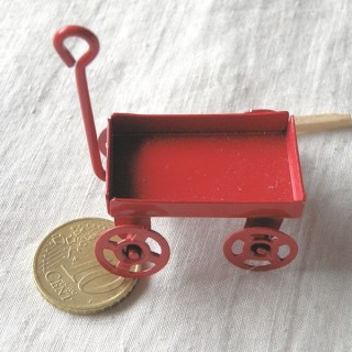 Small painted metal wagon, turning wheels, 5 cms