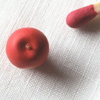 Red apple miniature for doll, 0,9cm.