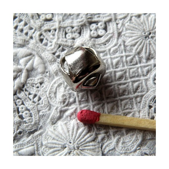 Grelot miniature métal poupée 8 mm.