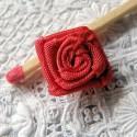 Rose en ruban fleur àcoudre 15 mm.