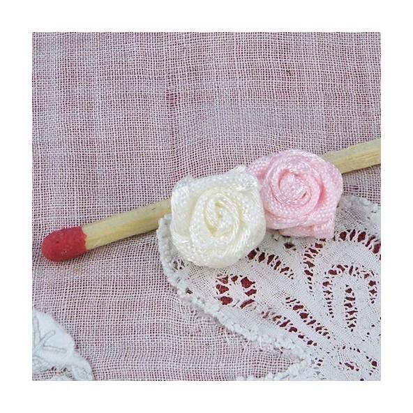 Roses  ruban minuscule à coudre 1 cm