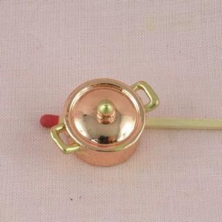 Marmite cuivre et couvercle hauteur 1 cm.