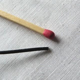 Cordon, lacet, pur caoutchouc véritable, 2 mm.
