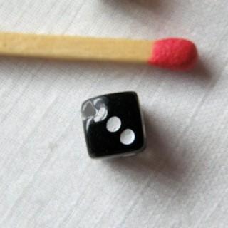 Pendentif, breloque, poupée, dé à jouer 6mm, 0,6cm.