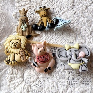 Animals for baby buttons, Dress it up