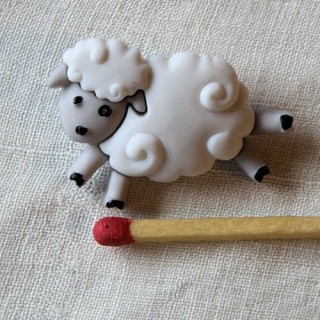 Plastic shank Button sheep