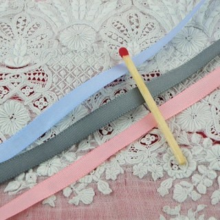 Thin taffeta ribbon 6mms.