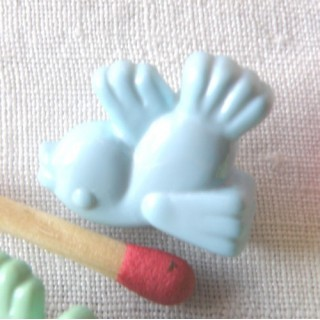 Plastic shank Button bird