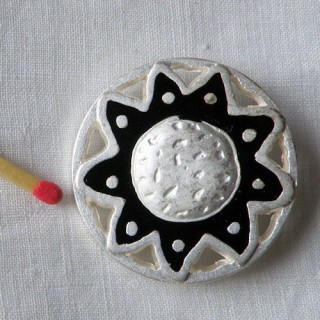 Shank metal button gold or silvery, aztec style, 4 sizes.