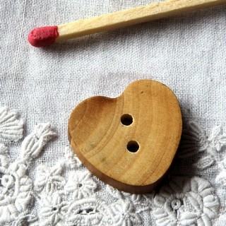 Herzknopf, flaches Holz 2 cm.
