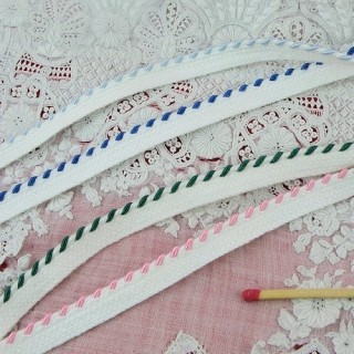 Embroidered stripped piping ribbon 4 mm.