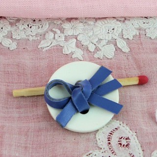 Large button with leather bow 25 mms.