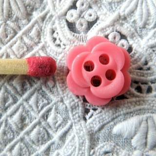 Flower plastic button four holes 1 cm