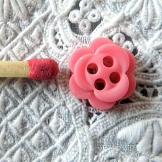 Flower plastic button four holes 1 cm