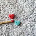 Boutons coeur mats 8 mm.