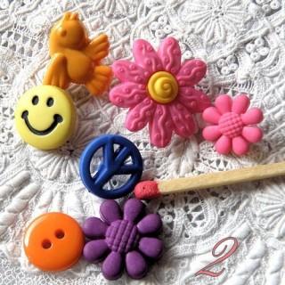 Botón de sonrisa, retro, hippies.