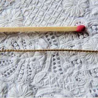 Cordon, lacet métallique doré brillant  0,5 mm.