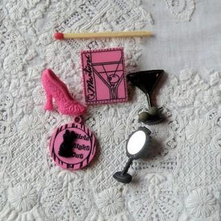 Boutons famille, FILLE, soirée, coktail, miroir,escarpin.