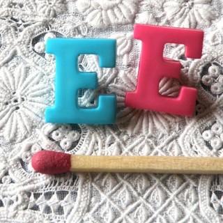 Bouton lettre alphabet E, à pied, 1,3 cm