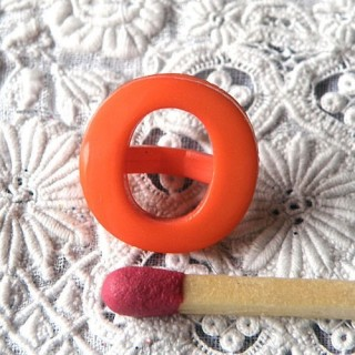 Shank Button alphabet O, 13 mms.
