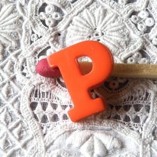 Bouton lettre alphabet P, à pied, 1,3 cm