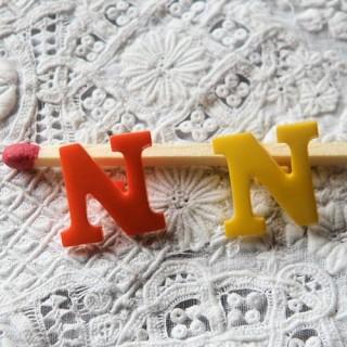 Bouton lettre alphabet N, à pied, 1,3 cm