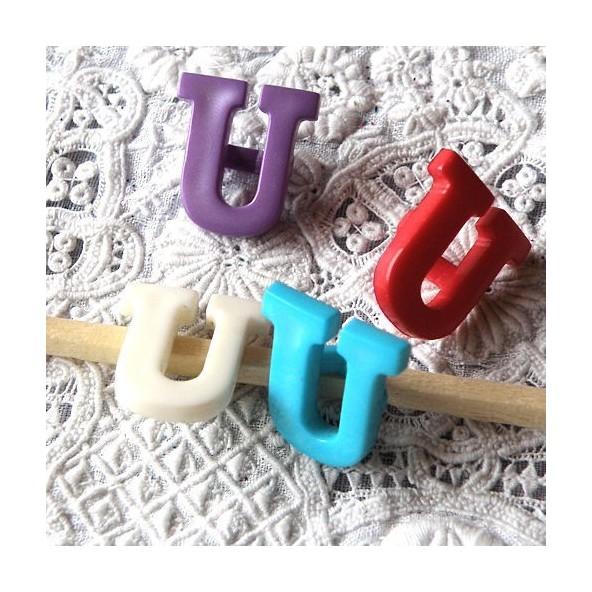 Bouton lettre alphabet U àpied 13 mm