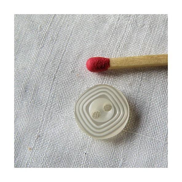 Bouton rond motif carré 2 trous, 10 mm, 1 cm.