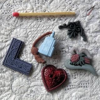 Botones de lujo, abuelos, sombrero, perfume, marco.