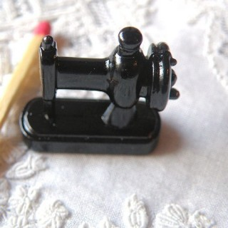 Vintage miniature Sewing machine 25 mm