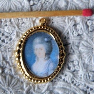 Metallic frame for dollhouse, jewelry 4 cms.