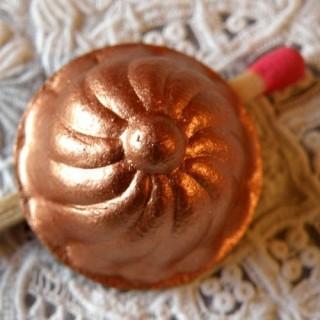 Form Miniaturkuchen aus mattem Kupfer.