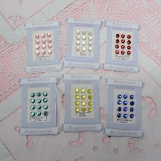 Carte rétro minis boutons boules, à pied.