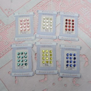 Pearly bright shank buttons Card