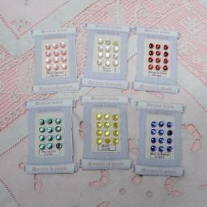Carte à petits boutons boule