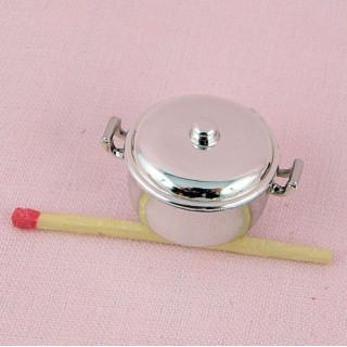Plastic silvered cooking pot, 2,3 cms diameter.