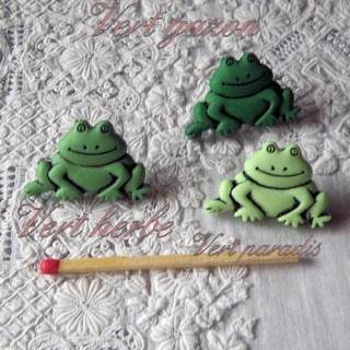 Buttons Aquatic animals, pond:,fancy frog. 21mms