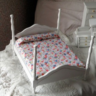 king size bed miniature dollhouse  16,5 cms.