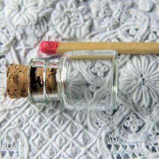 Bouteille mini en verre, fiole 1,8 cm x d 1,2, 1 ml.