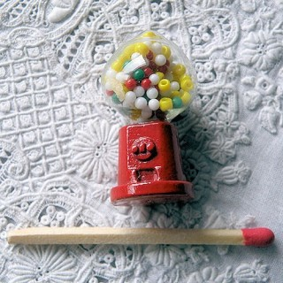 Miniature gum ball machine Distributor of candies and chewing gum, 3cm
