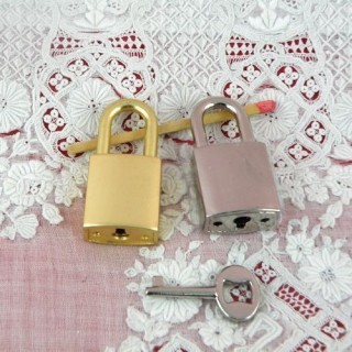 Padlock miniature with key, leather craft, doll case, 40 mms