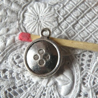 Metal Button pendant miniature, bracelet charm 1,7 cm.