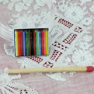 Boite métal crayons couleur miniature maison poupée