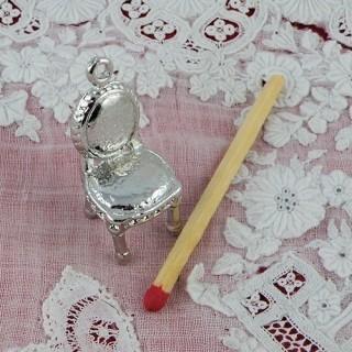 Chaise pendentif, breloque, miniature vitrine poupée, 1,8 cm