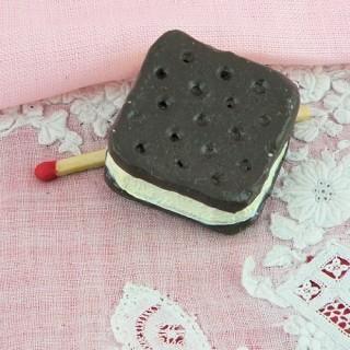 Cake miniature, chocolate cookie, chocolate ice cream sandwich 3 cm.