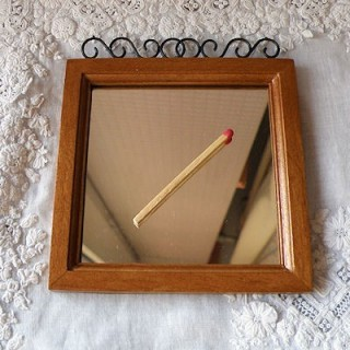Espejo madera miniatura casa muñeca 9 cm.