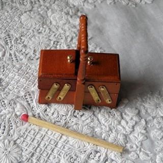 Boite àcouture bois miniature maison poupée
