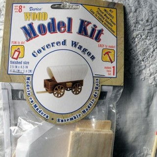 Wooden raw covered wagon kit 11 cms